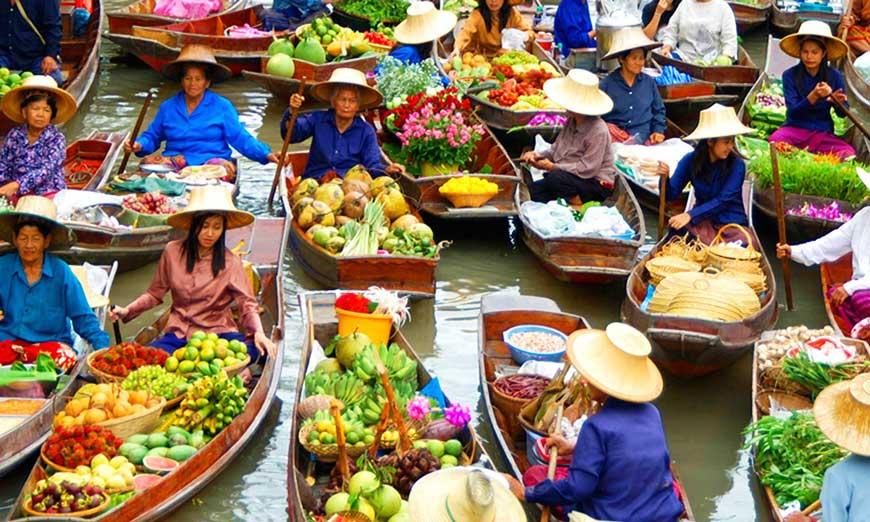 Bangkok's Hidden Gem:The Floating Market