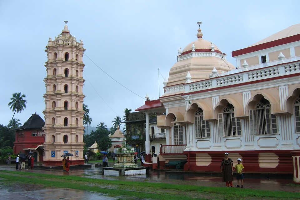 Goa Off Shore: Churches and Spice Farm Experience