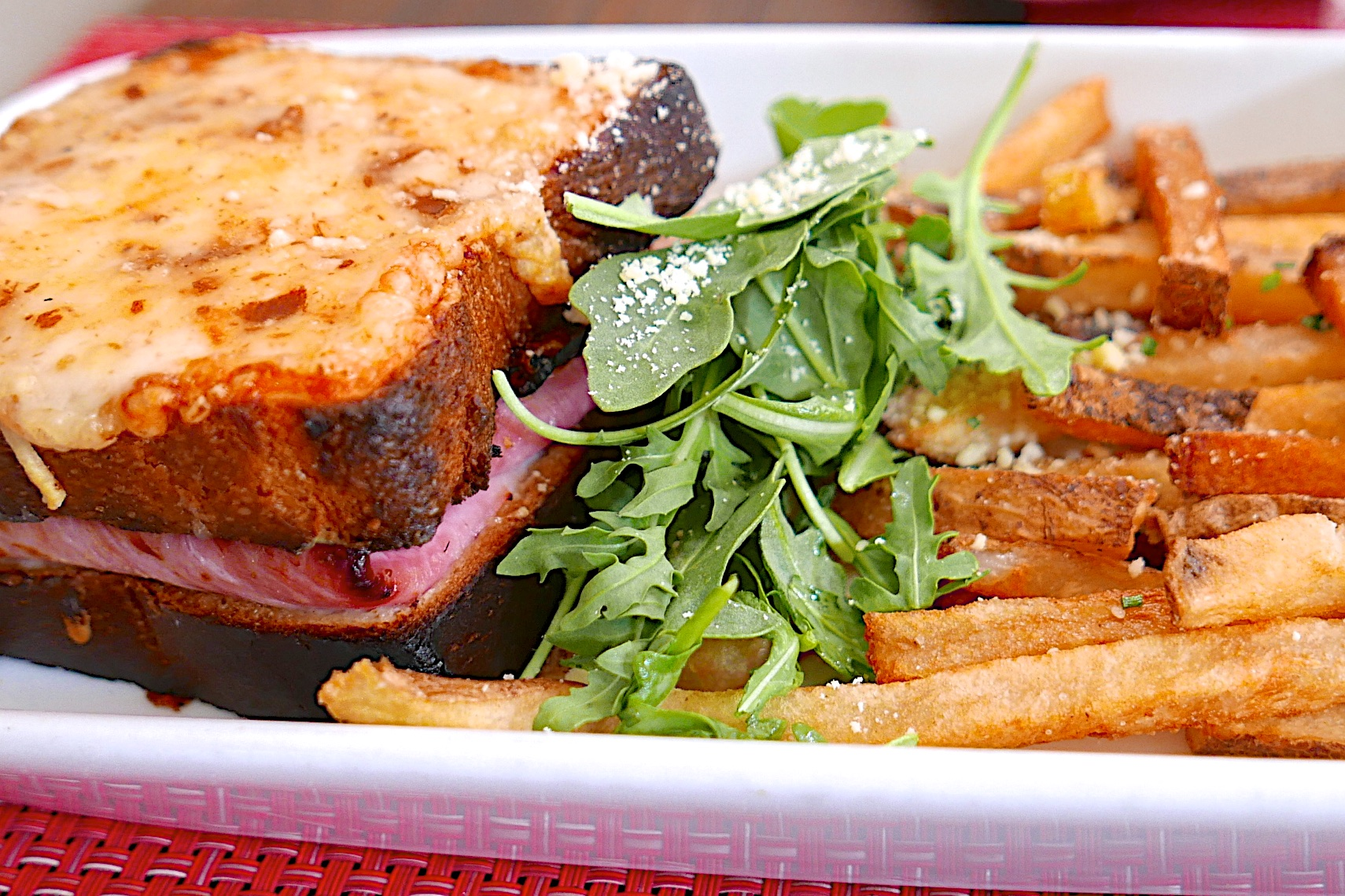 Tasty-CROQUE-MONSIEUR-in-Paris