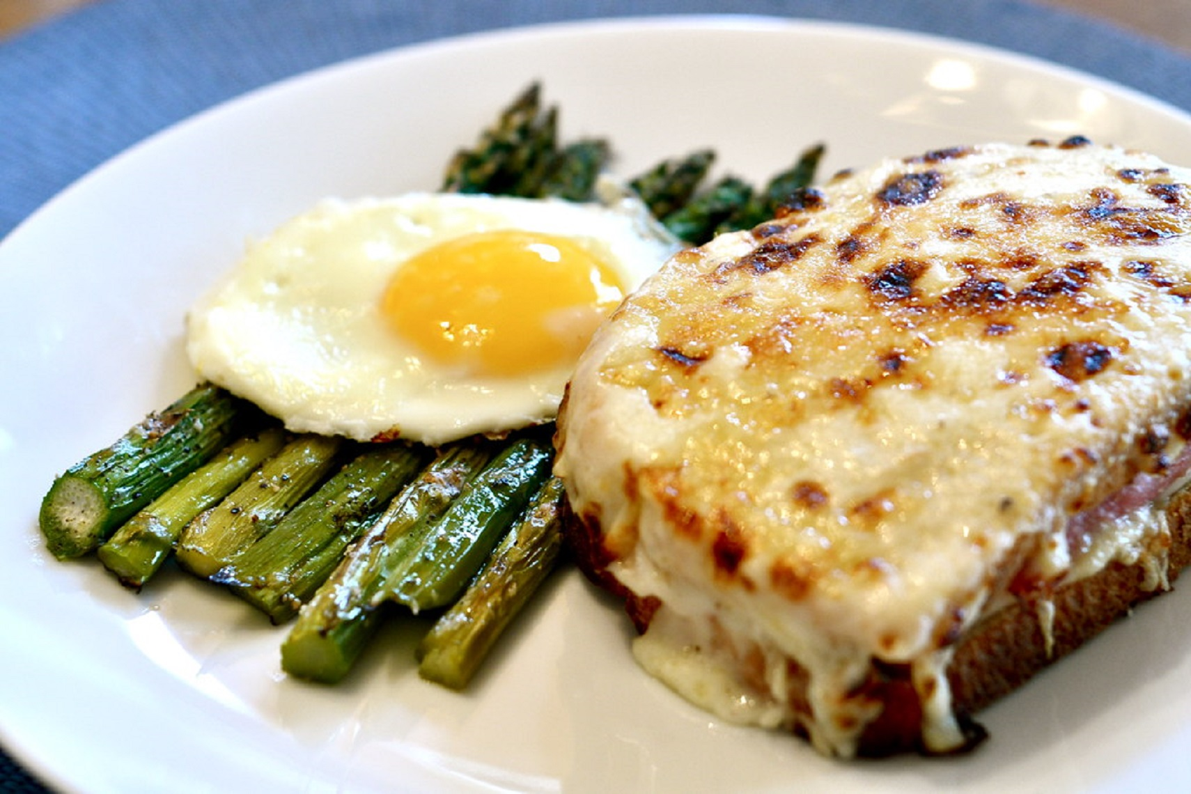 Taste-of-CROQUE-MONSIEUR-In-Paris-leamigo