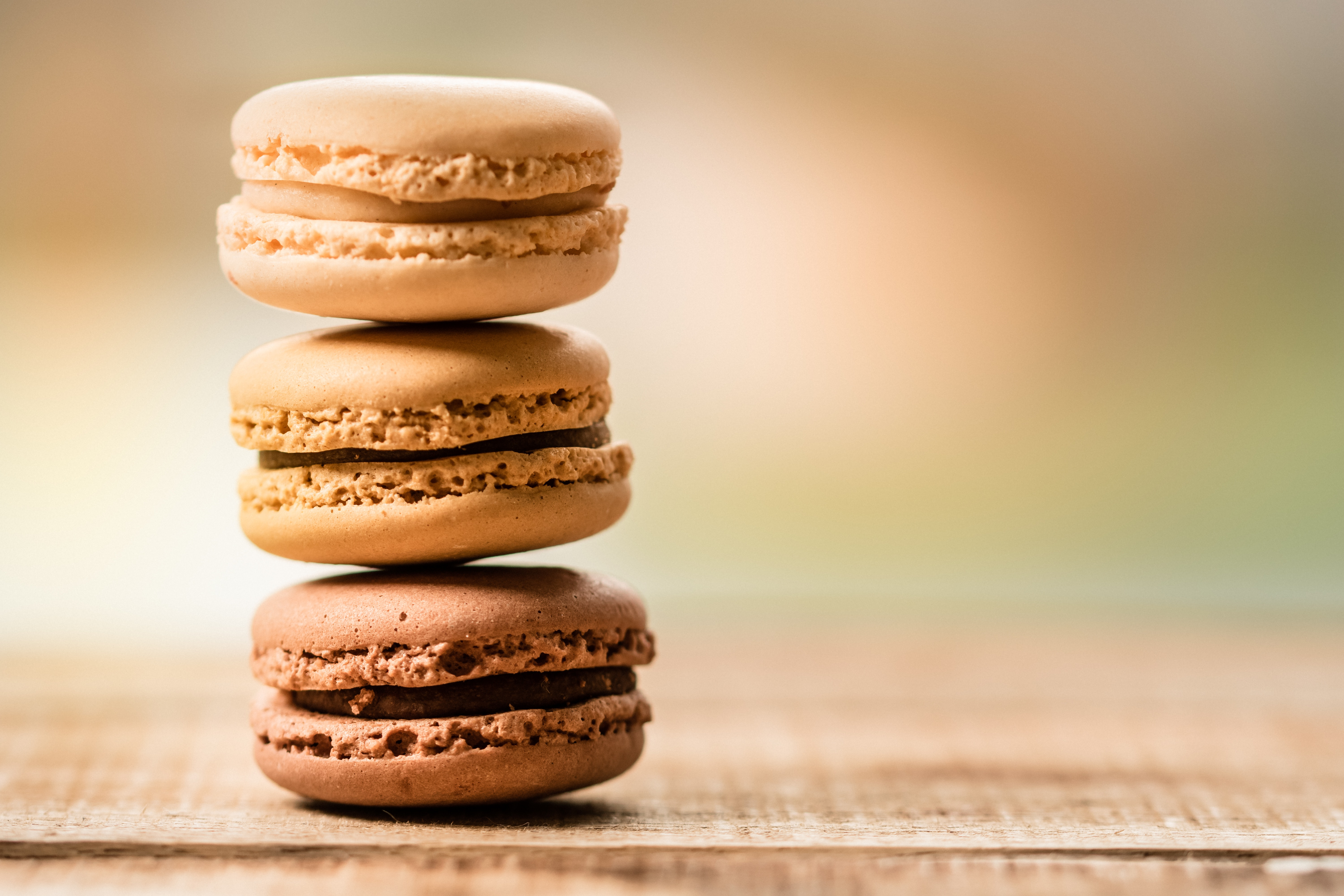 Try-Macroons-in-Paris-leamigo
