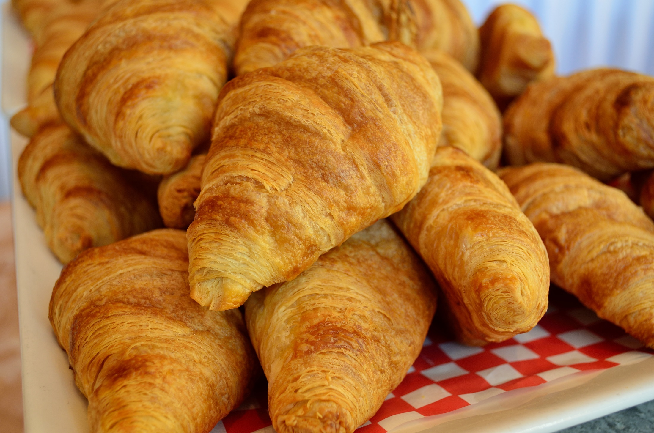 croissants-in-Paris-leamigo